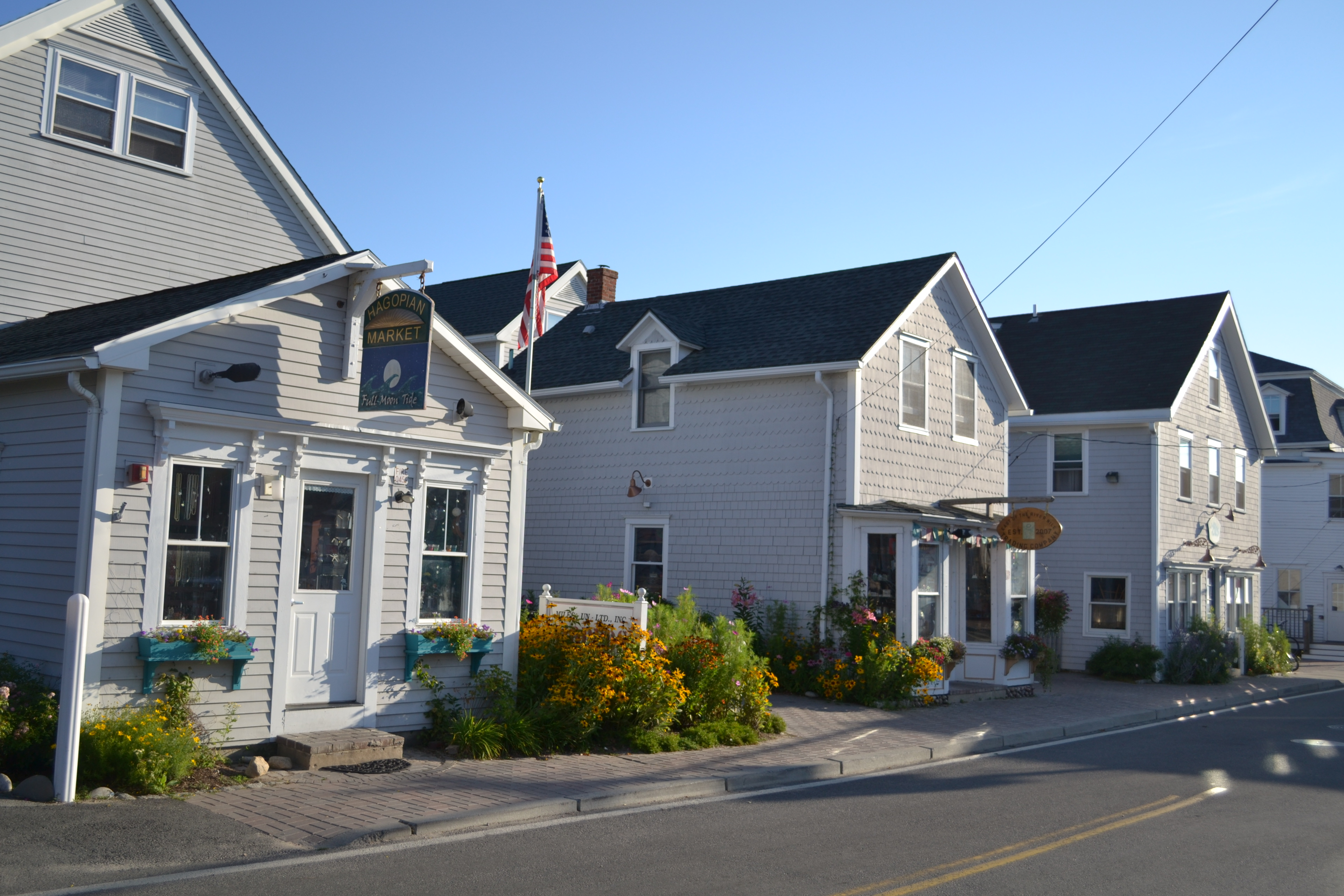 Water street suites block island cottage rentals for Block island cottage